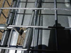 See the little latch? That's what you use to set the trap mechanism.